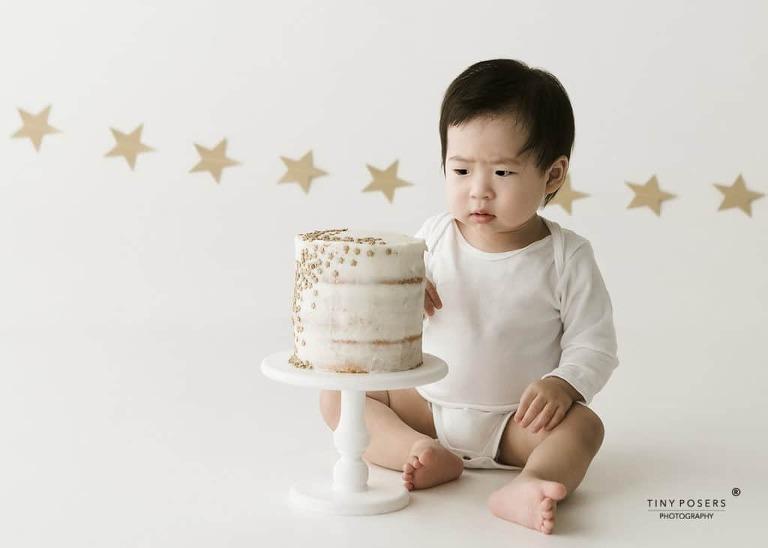 BABY PHOTOGRAPHER, GIDEA PARK, ESSEX |CAKE SMASH